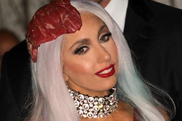 Lady Gaga - Palarie din carne de vita