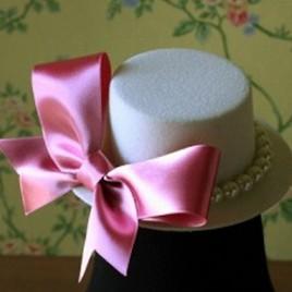 Palariuta cu perle gri si funda roz